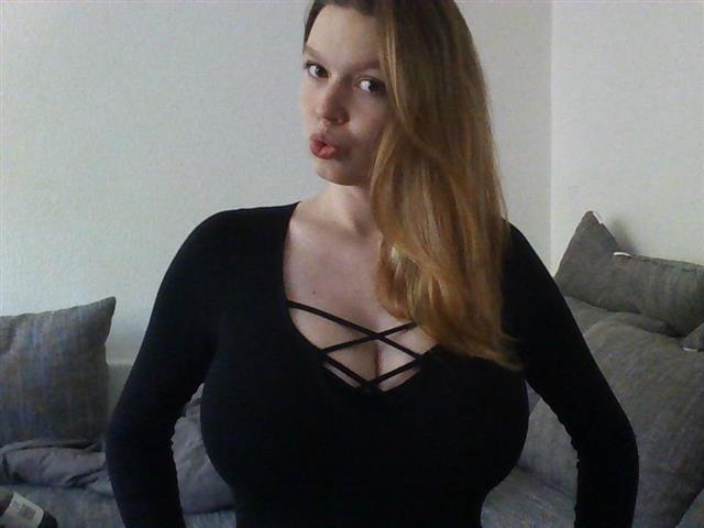 Scharfe Frau mit dicken Titten sucht Sex Kontakte